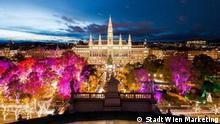 Vienna - Christmans market festively lit at night (Stadt Wien Marketing)