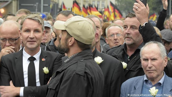 AfD Thüringen Björn Höcke bei Pegida (picture-alliance/AP Photo/J. Meyer)