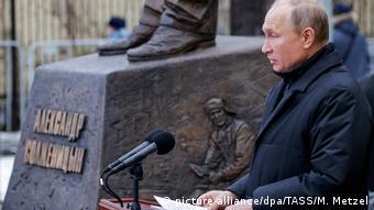 Владимир Путин на открытии памятника Солженицыну в декабре 2018 года