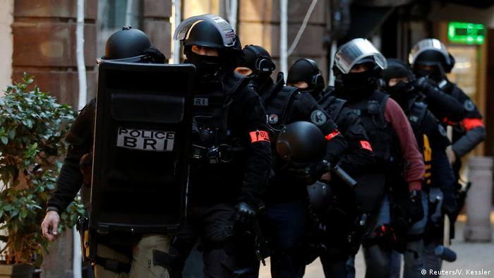 Polícia francesa durante ação em Estrasburgo em busca do extremista