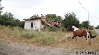 Порутена къща в селото