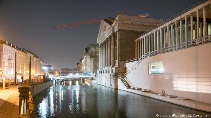 Galeria James Simon à beira do rio Spree, em Berlim