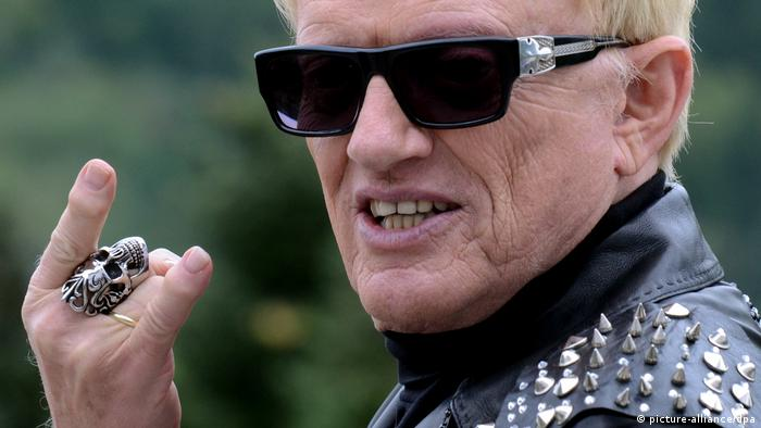 Schlager singer Heino in a leather jacket (picture-alliance/dpa)
