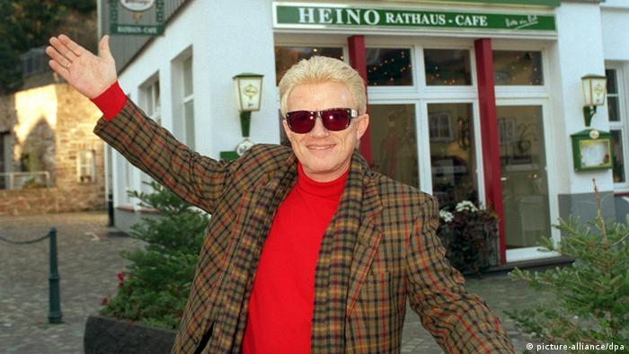 Heino in front of his cafe (picture-alliance/dpa)