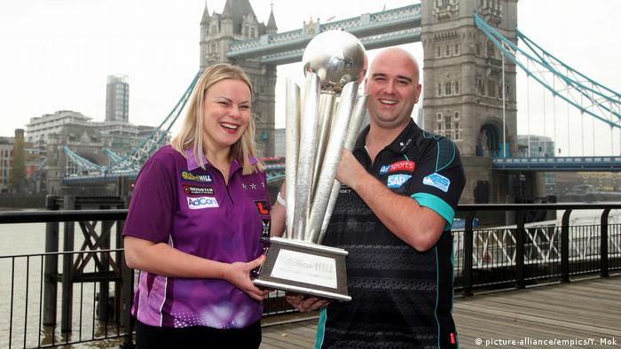 UK William Hill World Darts Meisterschaft | Rob Cross und Anastasia Dobromyslova