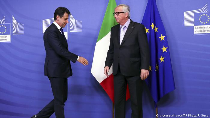 Italian Prime Minister Giuseppe Conte meets European Commission President Jean-Claude Juncker (picture-alliance/AP Photo/F. Seco)