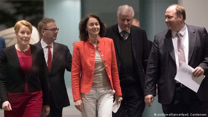 Berlin: Pressekonferenz zur Verständigung zum Abtreibungsparagraphen §218 (picture-alliance/dpa/J. Carstensen)