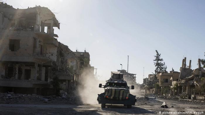 Syrien, Al-Rakka: Soldaten der Syrischen Demokratischen Kräfte (SDF)