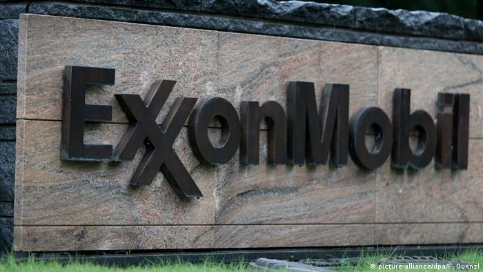 ExxonMobil-Logo am Firmensitz in Irving (Texas)