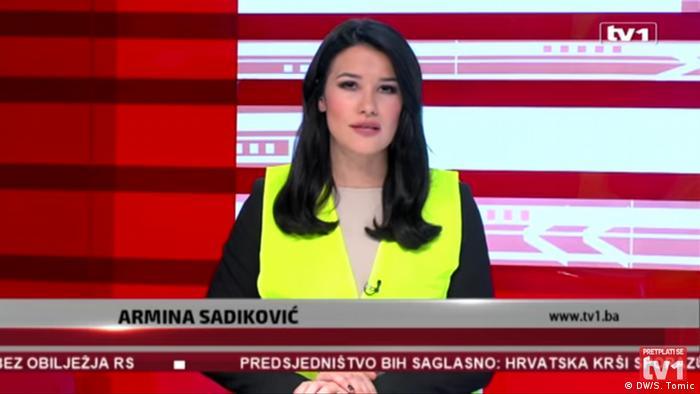 Journalisten in gelben Westen in Bosnien