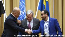 Yemeni negotiators shaking hands in Sweden (picture-alliance/dpa/TT NYHETSBYRÅN/P. Lunahl)