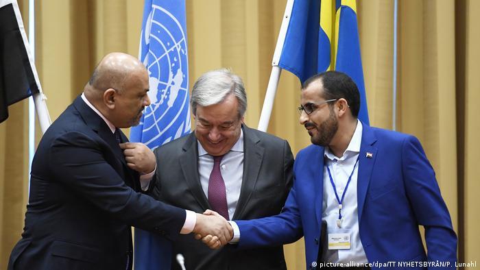 Yemeni negotiators shaking hands in Sweden