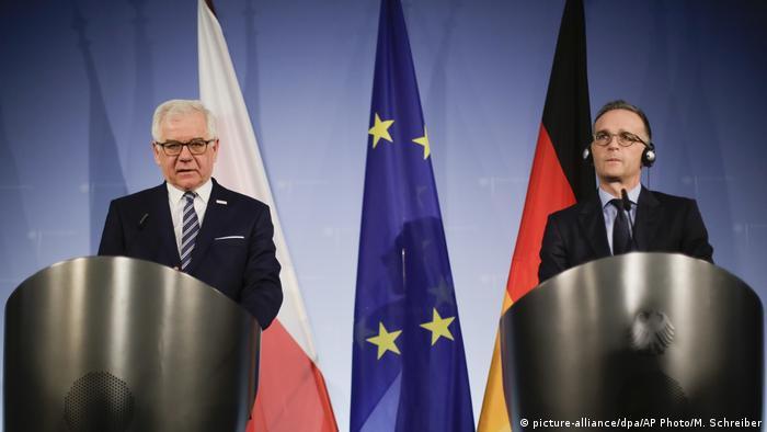 Jacek Czaputowicz (l) i Heiko Maas na konferencji prasowej w Berlinie