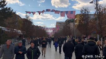 Kosovo amerikanische Flaggen