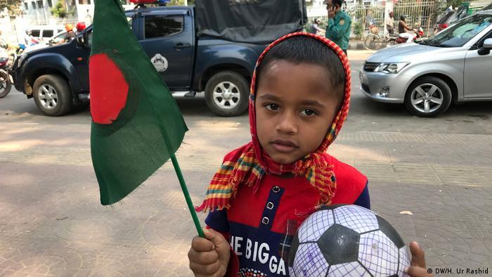 Bangladesch Tag der Freiheit Unabhängigkeit Nationalflagge (DW/H. Ur Rashid)