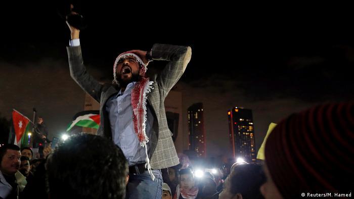 Jordanien Proteste gegen Sparmaßnahmen in Amman (Reuters/M. Hamed)