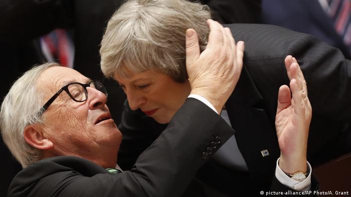 EU-Gipfel zu Brexit Juncker und May