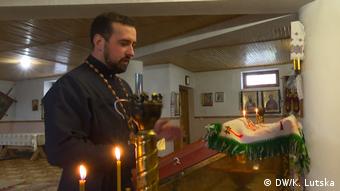 Отець Петро в новому храмі УПЦ КП