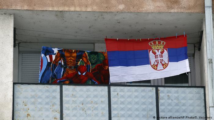 Detalj sa jednog balkona u severnoj Mitrovici