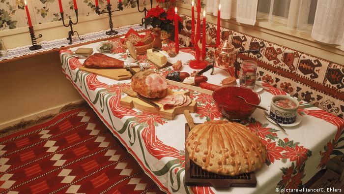 Szwedzki świąteczny stół Julbord