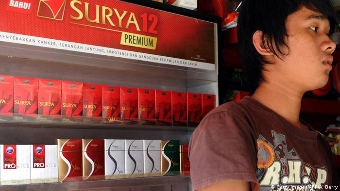 Indonesian - Kiosk verkaut Zigaretten der Marke Gudang Garam in Jakarta (Getty Images/AFP/A. Berry)