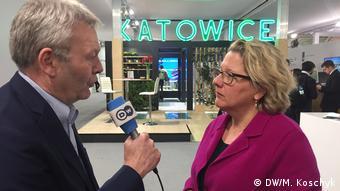 Kattowitz - Jens Thurau im Interview mit Svenja Schulze Umweltministerin in Kattowitz COP24 (DW/M. Koschyk)