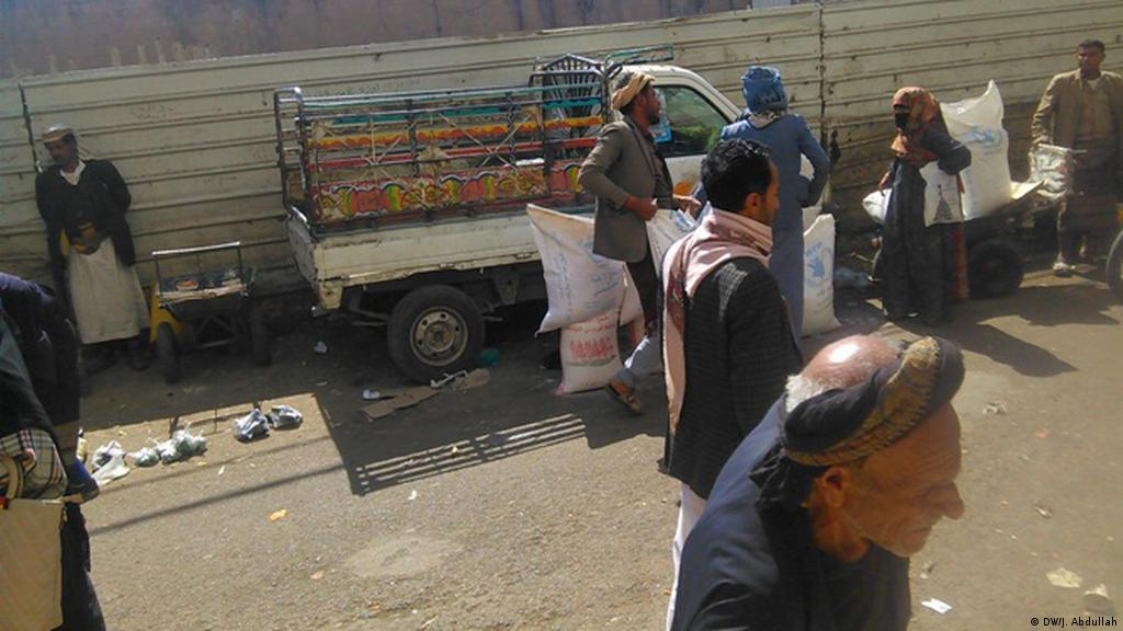 Jemen Sanaa Nahrungsmittelhilfe zum Verkauf (DW/J. Abdullah)