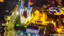 Titel: Čazma Bildberschreibung: Čazma im Advent Stichwort: Kroatien, Advent, Weihnachtsmarkt Copyright: Davor Kirin