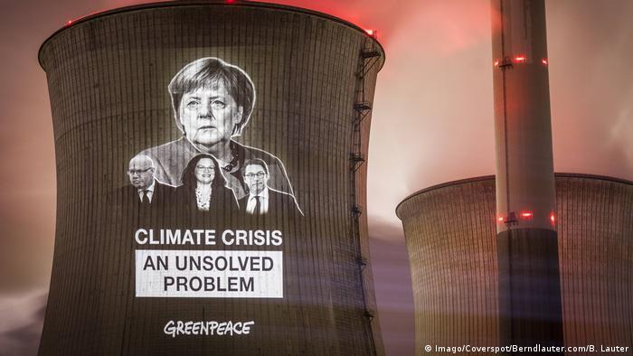 Grevenbroich - Greenpeace Protestaktion zum Kohlekraftwerk Neurath (Imago/Coverspot/Berndlauter.com/B. Lauter)