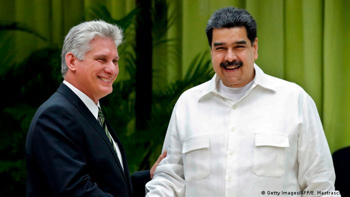 Kubas Präsident Miguel Diaz-Canel (l.) begrüßt Venezuelas Präsident Nicolas Maduro in Havanna im Dezember 2018