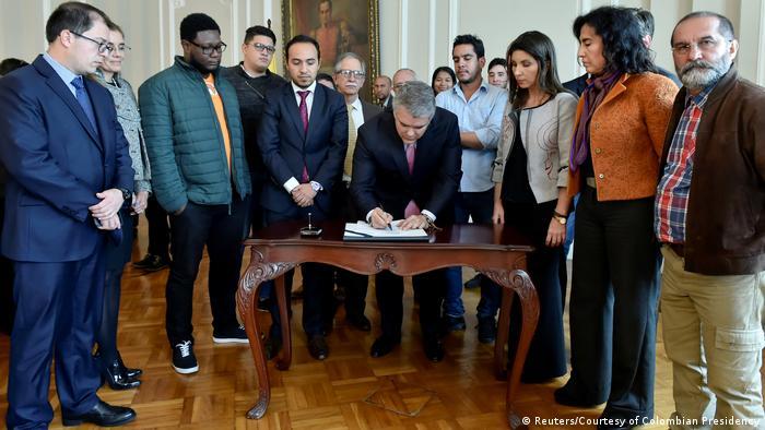 Kolumbien Präsident Ivan Duque unterzeichnet Bildungsinvestitionen