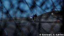 Mexiko Tijuana Migranten hinter dem Grenzzaun in den USA