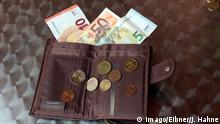Krk Themenbild Geld - Money Geld im Geldbeutel *** Krk Theme Money Money Money in purse Copyright: xEIBNER/JoachimxHahnex EP_JHE
