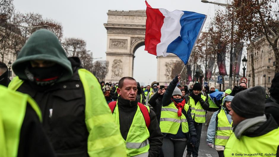 Fifth round of 'yellow vest' protests in France with 3,000 in Paris