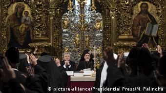 Президент Украины Петр Порошенко на объединительном поместном соборе в Софийском соборе в Киеве