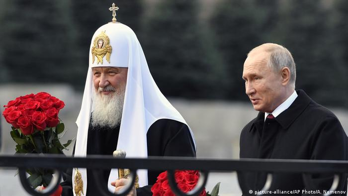 Russland Patriarch Kirill und Putin (picture-alliance/AP Photo/A. Nemenov)