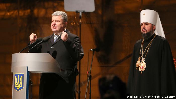 Petro Poroschenko und Metropolit Epiphanius, das Erste Oberhaupt der neuen orthodoxen Kirche in der Ukraine