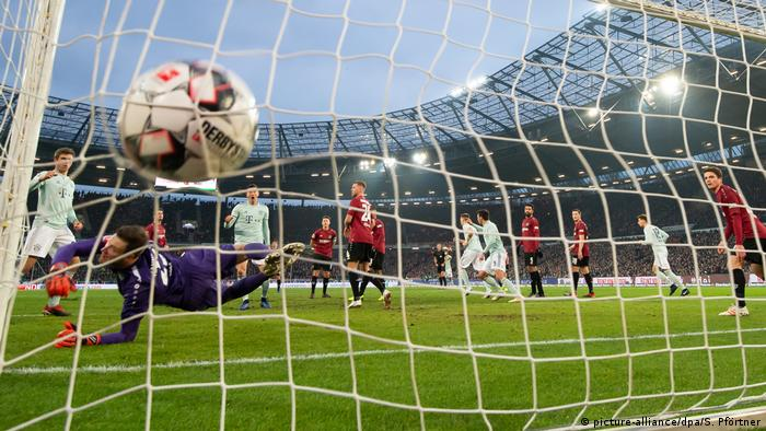 Tor Fußball Bundesliga Hannover 96 vs. FC Bayern München (picture-alliance/dpa/S. Pförtner)