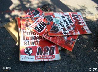 Zerwane ze słupów w Görlitz plakaty skrajnie prawicowej NPD