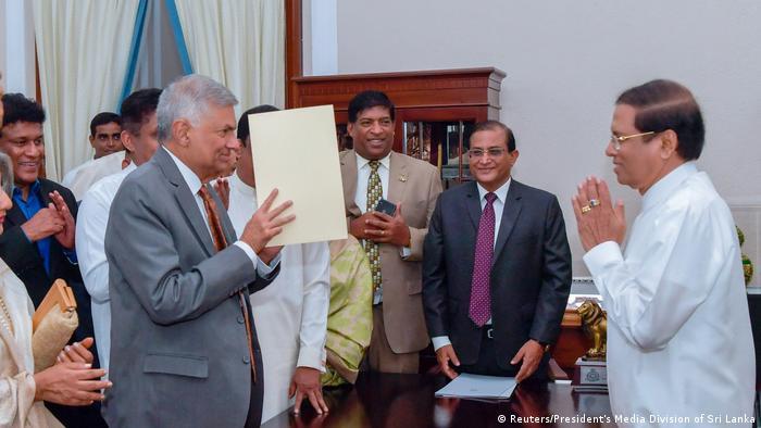 Sri Lankan PM Ranil Wickremesinghe (R) and President Maithripala Sirisena