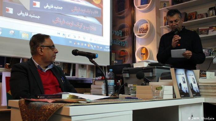 به گفته حمید مهدیپور، مدیر نشر فروغ، رمان انقلاب و کیک توت فرنگی روایتی است از انقلابی که به زعم نویسنده خطایی بود که ایران را به عقب بازگرداند