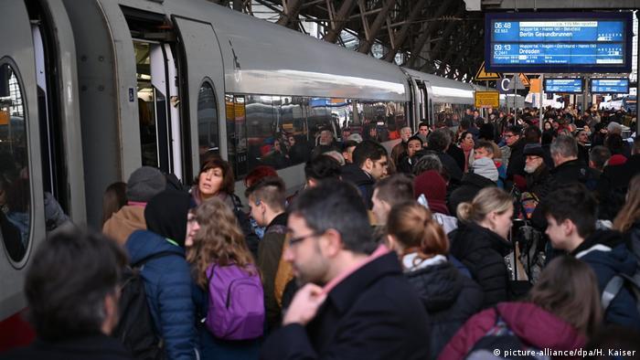 Переповнені поїзди і запізнення - щоденна реальність німецької залізниці