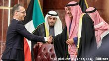 Heiko Maas in Kuwait - Bundesaußenminister, wird von Sabah Al-Khalid Al-Sabah, Außenminister des Staates Kuwait, begrüßt