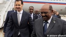 Der syrische Präsident Bashar Assad mit dem sudanesischen Präsidenten Omar al-Bashir in Damaskus, Syrien die Hand