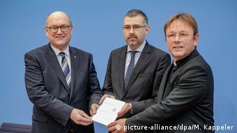 Deutschland Rüstungsexportbericht der GKKE (picture-alliance/dpa/M. Kappeler)