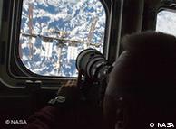 ڈسکوری کے ذریعے خلا سے زمین کی تصویر لی جا رہی ہے