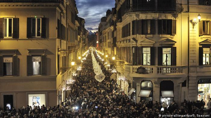 Weihnachtsbeleuchtung und Märkte weltweit Spanien (picture-alliance/dpa/S. Spaziani)