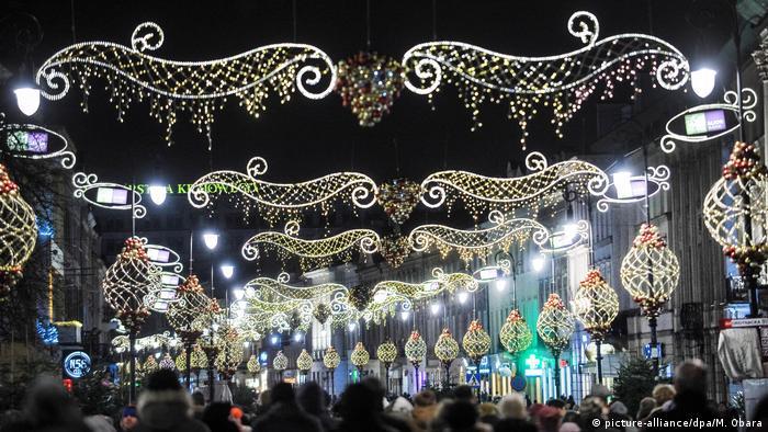 Weihnachtsbeleuchtung und Märkte weltweit Warschau Polen (picture-alliance/dpa/M. Obara)