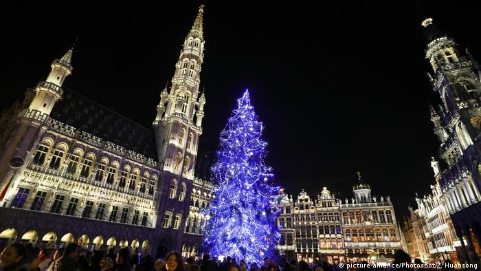 Brüssel Belgien Weihnachtsmarkt Weihnachtsbeleuchtung (picture-alliance/Photoshot/Z. Huansong)