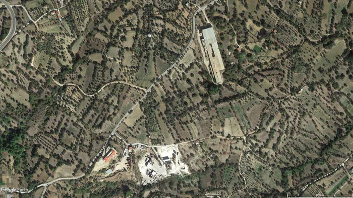 Satellite image Vial reception center on Chios (Google Earth)
